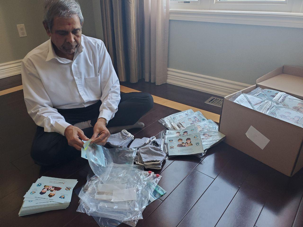 Baps Charities Covid 19 Pandemic Senior Volunteers Of Baps Charities Help To Make 1 700 Care Packages Toronto On